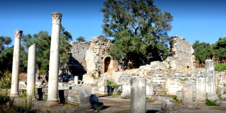 Antik İasos kentinde iş makinası ile kaçak kazı yapanlar yakalandı