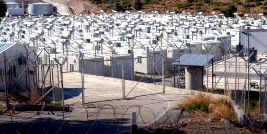 Avrupa'nın en büyük göçmen kampı Sisam Adası'nda protestolar ile açıldı