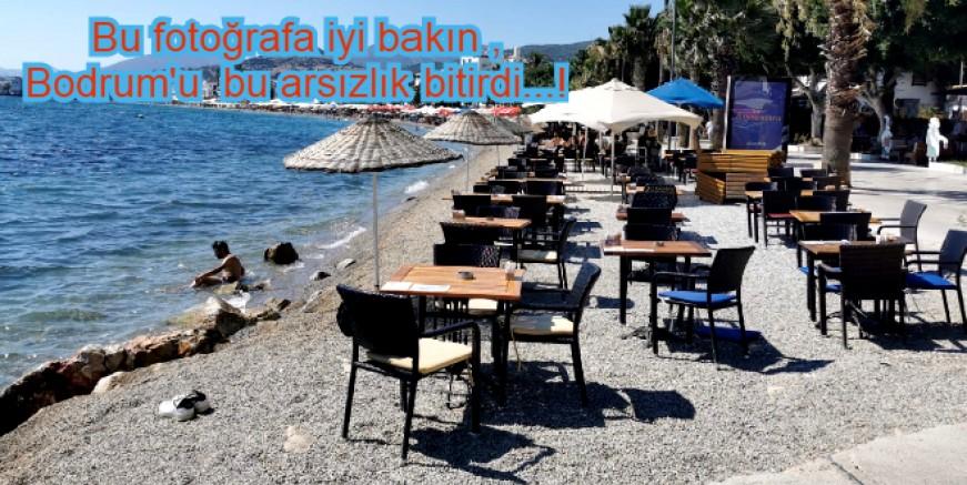 Bayramın 1. Günü , Kumbahçe, öğle saatleri sahilde turistler yerine, masa ve sandalyeler var, güzelim ilçeyi bu hale getirdiler...