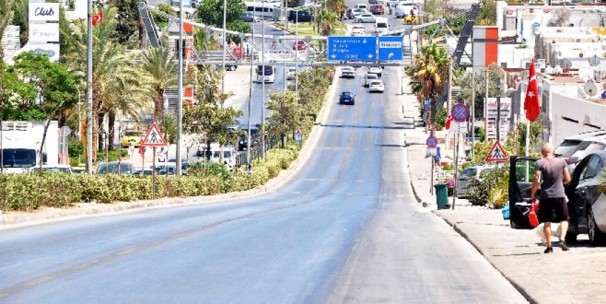 Bayramın birinci günü caddeler boşaldı, sahiller doldu taştı