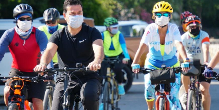 Belediye Başkanı Aras bugün işe bisikletle gitti
