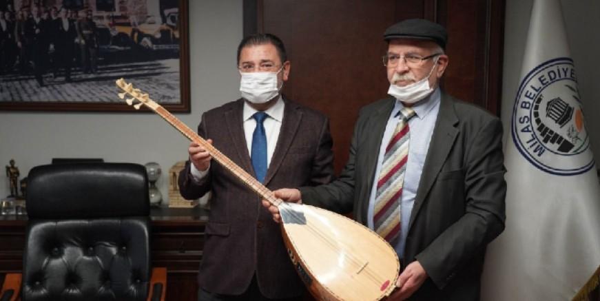 Belediye başkanından sazını satılığa çıkaran sanatçıya destek