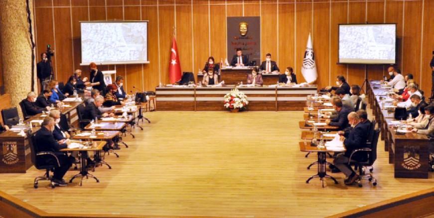 Belediye Meclisi'nde doğalgaz ve canlı müzik yayını açıklamaları