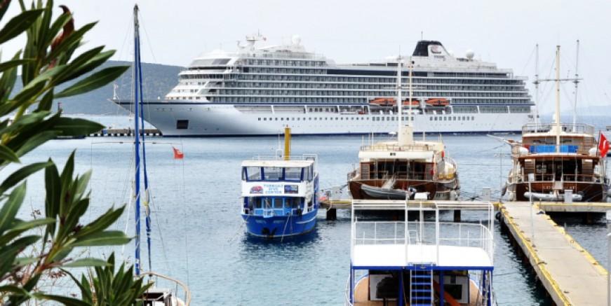 Bodrum'a  gelen cruise gemisi heyecan yarattı