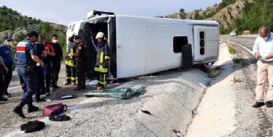 Bodrum'a lösemili öğrencileri tatile  getiren otobüs devrildi 4'ü ağır 15 yaralı