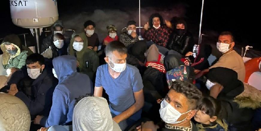 Bodrum açıklarında sürüklenen göçmenleri sahil güvenlik kurtardı