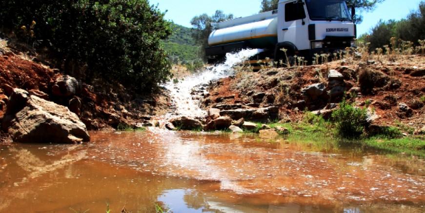 Bodrum'da kuruyan göletlere su takviyesi yapılıyor