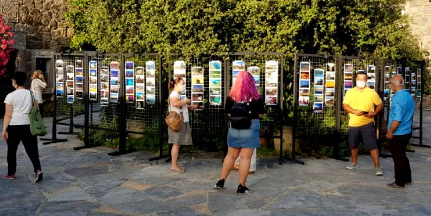 """Bodrum'da sanat günleri """"Kartpostallarla Bodrum Sergisi """" ile başladı."""