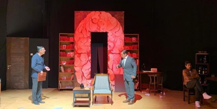 Bodrum Şehir Tiyatrosu 'Uçurtmanın kuyruğu' Maltepe'de sahne aldı