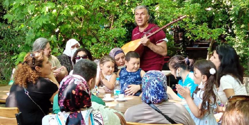 Bodrum ve Milaslı görme engellilerin Saklıkent'de tatil keyfi