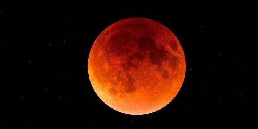 Bu gece gökyüzünde şölen var. Süper Pembe Ay'ı kaçırmayın