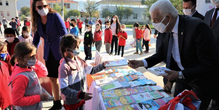 Büyükşehir'den Köy Okulları'na Kitap Desteği