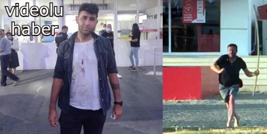 Caddenin ortasında sinir krizi geçirdi, eşi ve çocuğunun eşyalarını sokağa fırlattı, muhabire saldırdı