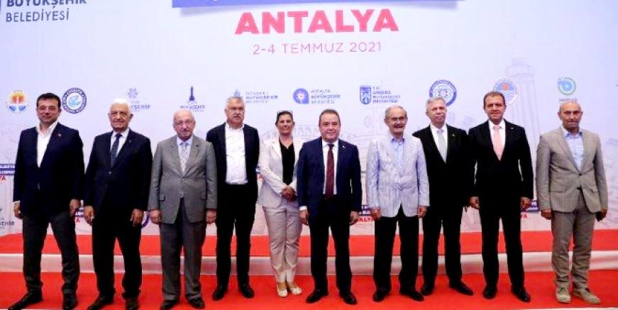 CHP'li başkanlar Antalya'da bir araya geldi: Bunun adı el koymadır