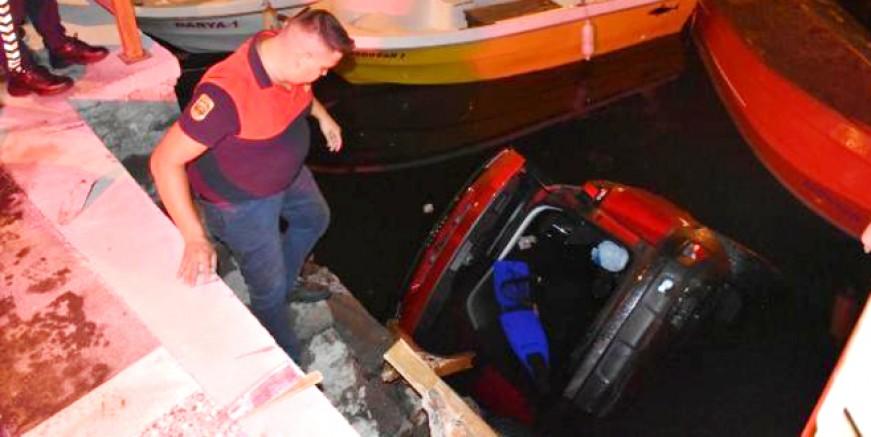 Cip, üzerine düştüğü tekneyle suya gömüldü