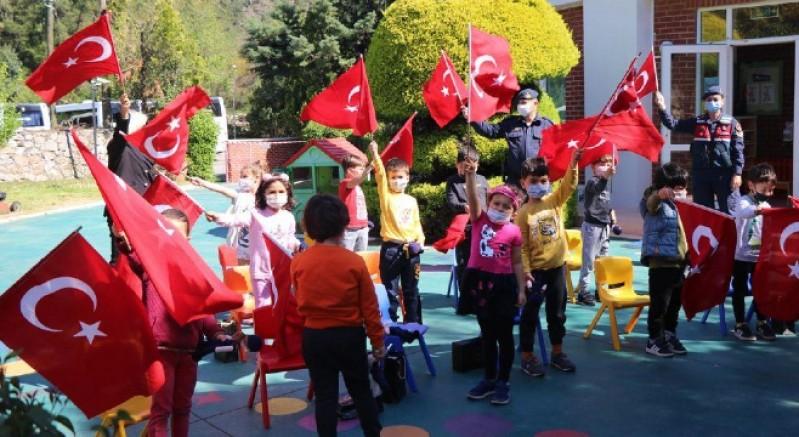 Çocuklara 23 Nisan hediyesi Jandarma bebek