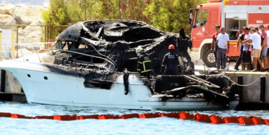 D Marin Marina'da yat alev alev yandı kül oldu