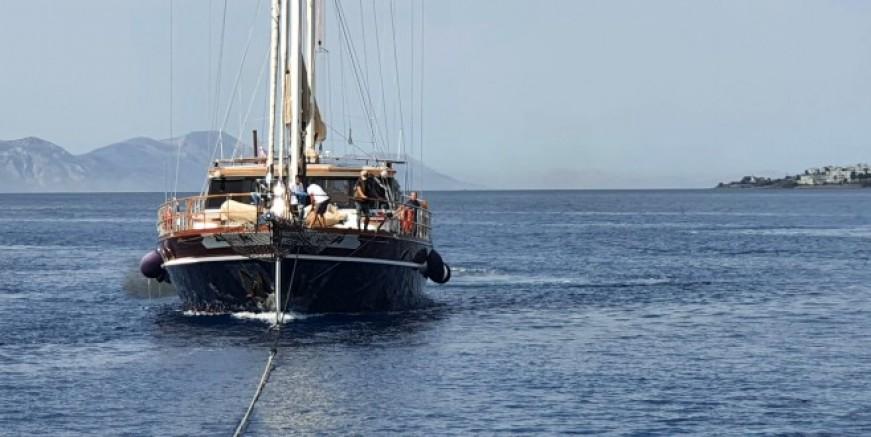 Dümen arızası yapan tekne Kos'a sürüklenirken kurtarıldı