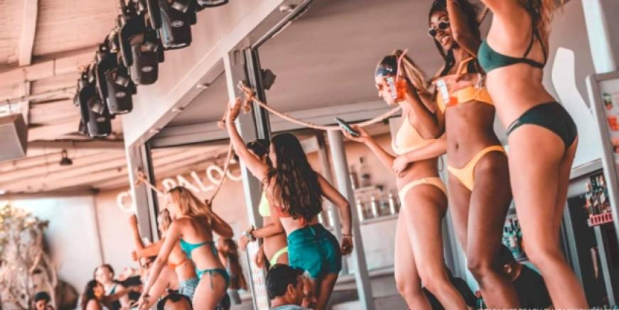 Dünyaca ünlü tatil adası Mikonos'ta corona hortladı. Sokağa çıkma yasağı ilan edildi
