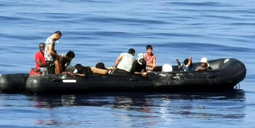 Ege Denizinin ortasında aç susuz ve yarı baygın vaziyette bulundular