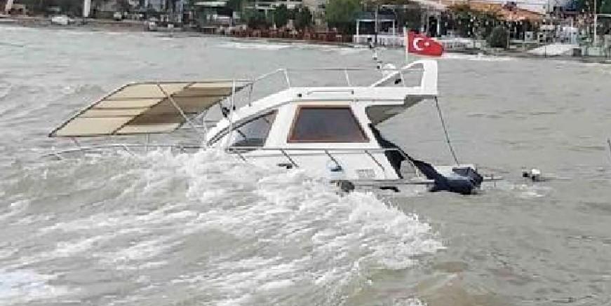 Fırtına ve sağanak yağış tekne batırdı