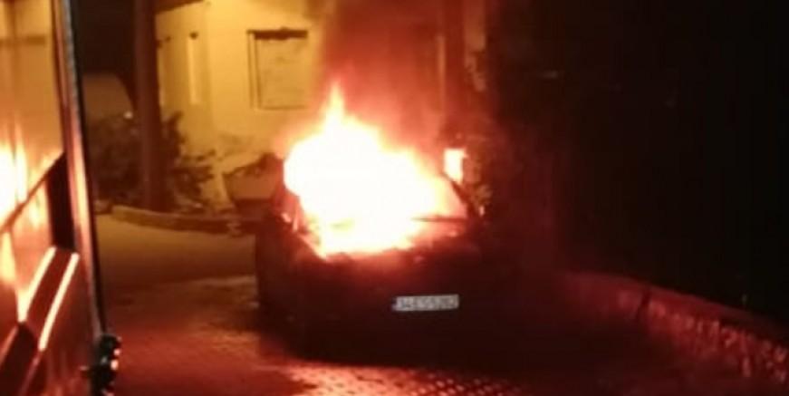 Geriş Mahallesi' nde lüks otomobili kundakladılar iddiası