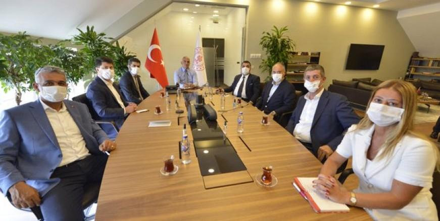 Mehmet Nuri Ersoy 'önde gelen' acentelerle görüştü