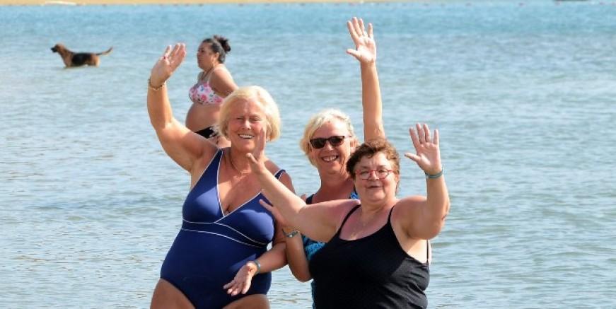 Meteoroloji fırtına ve sağanak uyarısı yaptı, turistler sahillere akın etti