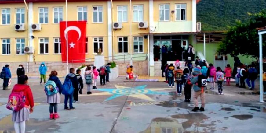 Milas'ta 124 okulun 102'si ve kreşlerde eğitime ara verildi
