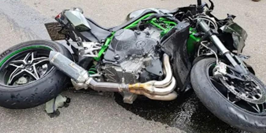 Motosiklet kazası, 1 kişi öldü 3 kişi yaralandı