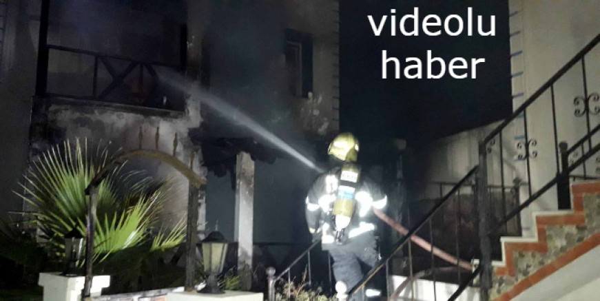 Sigara içerken evi yaktı