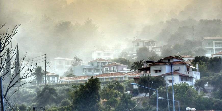 Sisam Adası alev alev, oteller boşaltılıyor, turistler şokta