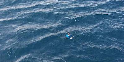 Uluslararası sularda yüzerken bulundu, hastaneye kaldırıldı