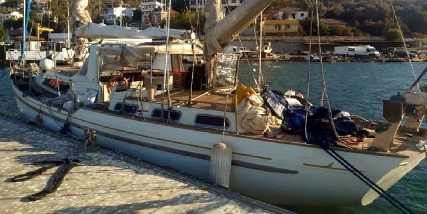 Tekne karaya oturdu, göçmenler ve organizatör yakalandı