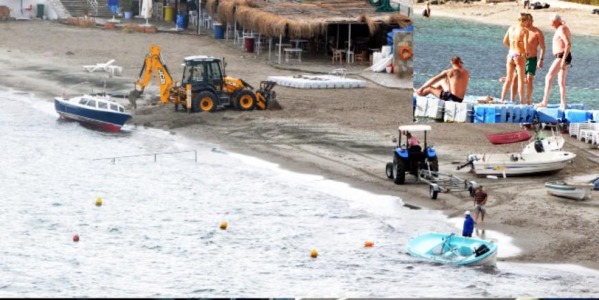 Tekneleri denizden topladılar, turistler yağmur arası güneş keyfi yaptı