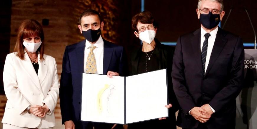Türeci ve Şahin Yunan Cumhurbaşkanından ödüllerini aldı