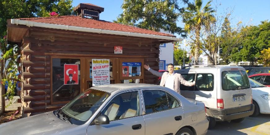 Turgutreis'te Büyükşehir'in kaldırdığı büfe işletmecisine Ahmet Aras sahip çıktı