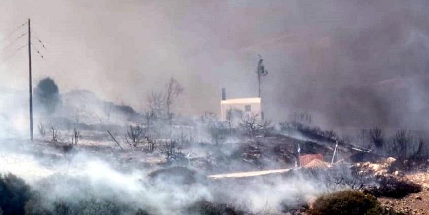 Turistik Paros adası alev alev yanıyor evler boşaltılıyor