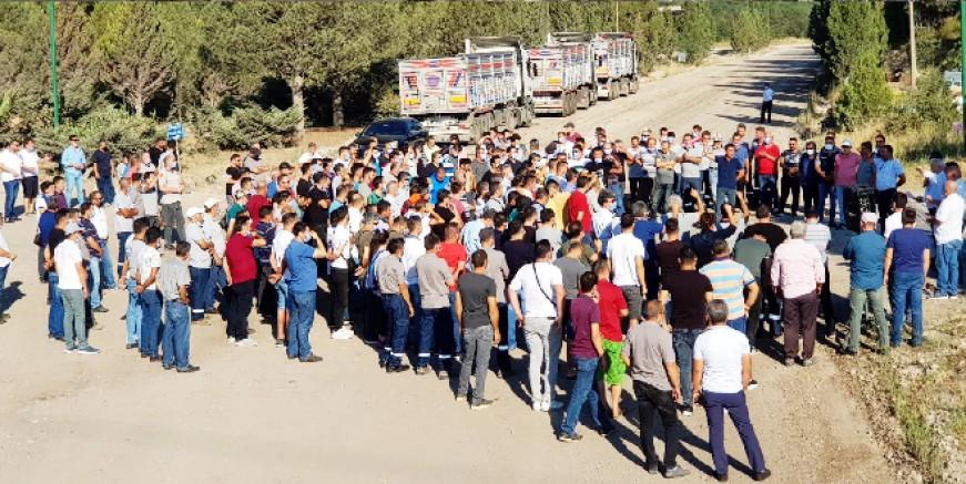 Ücretsiz izne gönderilmek istenen maden işçileri sert tepki gösterdi