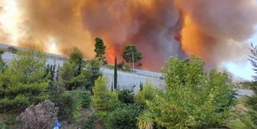 Yunanistan alevler içerisinde, 30 ev yandı