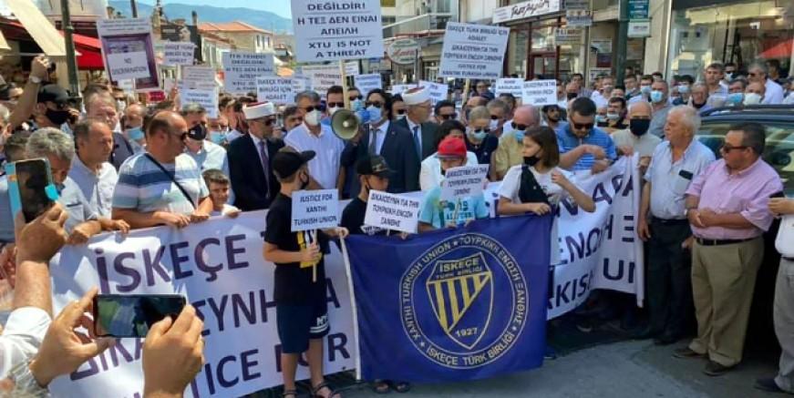 Yunanistan'daki  Türkler ayrımcılığa karşı yürüdü