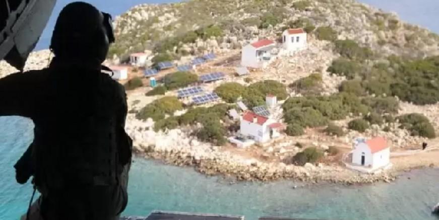 Yüzerek Yunan adasına geçen iki Türk tutuklandı